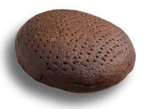 Pão preto caseiro no branco Fotos de Stock Royalty Free