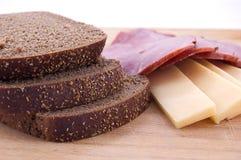 Pão, queijo e presunto cortados Fotos de Stock