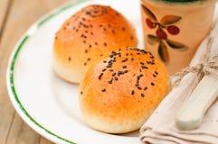 Pão Rolls com as sementes de sésamo pretas Imagem de Stock Royalty Free