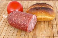 Pão, salami e tomate do rolo imagem de stock royalty free