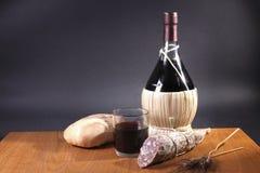Pão, salami e vinho Foto de Stock