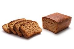 Pão soletrado inteiro isolado no fundo branco foto de stock
