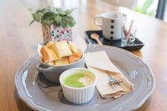 Pão tailandês com molho de mergulho pandan verde doce Foto de Stock Royalty Free
