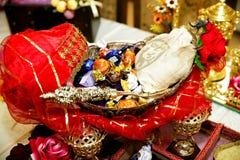 Pão tradicional do alimento do casamento no close up bonito da cesta Fotografia de Stock Royalty Free