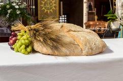 Pão, uvas e trigo como um símbolo de Christian Communion fotografia de stock royalty free