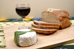 Pão, vinho e queijo Fotos de Stock Royalty Free