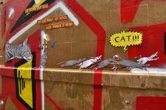 Pädagogische Straßenkunst mit einer Mitteilung Stockbilder