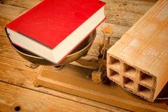 Pädagogisches Konzept auf einer Weinleseskala Stockfotos