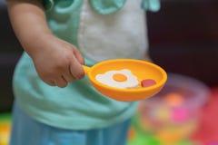 Pädagogisches Spielmodell spielt für das Kind, das für Kleinkinder concep kreativ ist stockfotos
