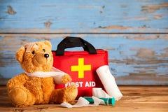 Pädiatrisches Gesundheitswesenkonzept mit einem Teddybären lizenzfreies stockfoto