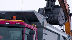 Päfyllning av kol i förrådsplatsen lager videofilmer