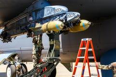 Päfyllning bombarderar på bombplanen B-52 Royaltyfri Bild