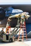 Päfyllning bombarderar på bombplanen B-52 Royaltyfri Foto