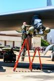 Päfyllning bombarderar på bombplanen B-52 Royaltyfria Bilder