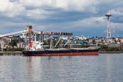 Päfyllningsfraktbåt royaltyfri foto