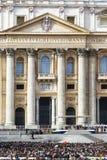 Päpstliches Publikum vor StPeters Basilika Lizenzfreie Stockbilder