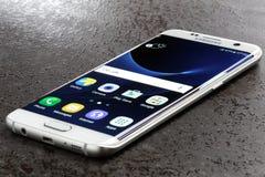 Pärla för vit för kant för Samsung galax S7 Arkivfoto