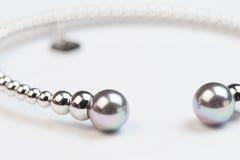 Pärlemorfärg armband Royaltyfria Bilder