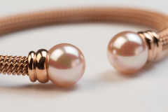 Pärlemorfärg armband Royaltyfri Fotografi