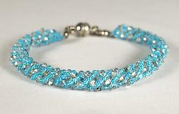 Pärlemorfärg armband i turkos Royaltyfri Bild