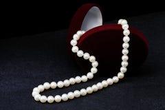 Pärlemorfärg halsband Fotografering för Bildbyråer