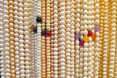 Pärlemorfärg halsband Royaltyfri Fotografi