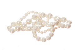 Pärlemorfärg halsband som isoleras på vit fotografering för bildbyråer
