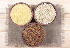 Pärlemorfärg korn, bovete, hirsgryn Royaltyfri Foto