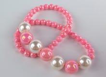 pärlemorfärg pink för halsband arkivfoton