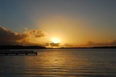 pärlemorfärg soluppgång för hamn Arkivbilder