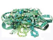 pärlor färgade den gröna högen Royaltyfri Bild