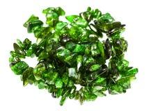 Pärlor från isolerade diopside kristaller för krom royaltyfri fotografi