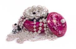 Pärlor och porslinbehållare Arkivfoton