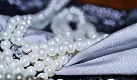 Pärlor och tygnärbild Fotografering för Bildbyråer