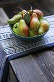 Päron från trädgård Arkivfoton