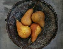 Päron i bunken Royaltyfria Bilder