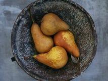 Päron i bunken Royaltyfria Foton