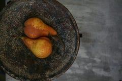 Päron i bunken Royaltyfri Foto