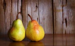 Päron i rad Arkivfoton
