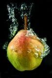 Päron i vatten Royaltyfri Bild