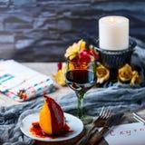 Päron i vin Romantisk matställe Fotografering för Bildbyråer