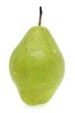 Päron med vattensmå droppar på vit bakgrund Royaltyfri Foto