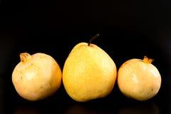 Päron och granatäpple för ny grupp orientaliskt Arkivfoto
