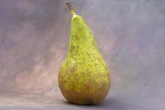 Päron på bakgrunden arkivfoton