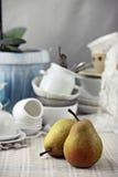 Päron på lantlig tabellordning Royaltyfri Fotografi