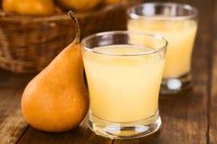 Päronfruktsaft fotografering för bildbyråer