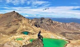 På överkanten av Emerald Lakes royaltyfria bilder