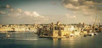 På andra sidan av den Valletta fjärden Fotografering för Bildbyråer