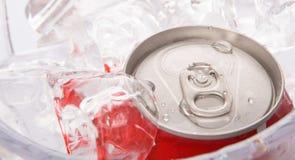 På burk Cola dricker V arkivbilder