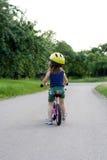 På cykeln Royaltyfria Bilder
